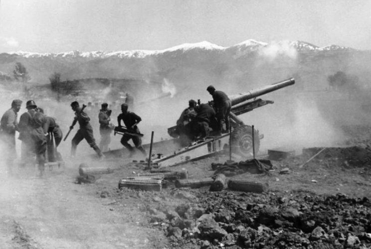 15 cm hrubá houfnice vz. 37 – 15 cm ciężka haubica wz. 37 – była nadzieją artylerii czechosłowackiej. Nie zdołano wprowadzić jej na uzbrojenie, służyła za to – jako 15 cm schwere Feldhaubitze 37(t) – w Wehrmachcie.