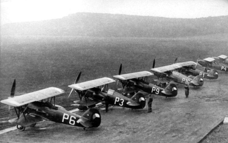 Avia B-534 – podstawowy typ czechosłowackiego samolotu myśliwskiego.