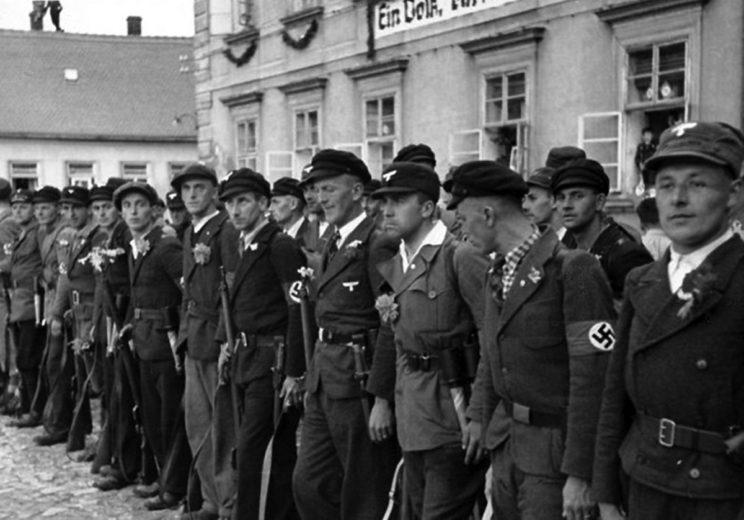 Uzbrojeni Niemcy sudeccy.