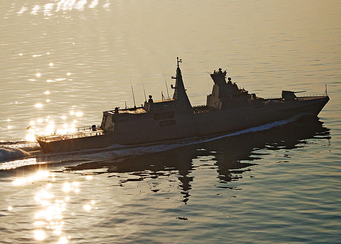 Fregata wielozadaniowa MEKO® A-200 wtrakcie prób morskich na Bałtyku. Okręt zaprojektowany woparciu osystem MEKO® cechuje wysoka mobilność, zdolność do przetrwania na trudnym operacyjnie teatrze działań, niska wykrywalność iduża siła ognia.