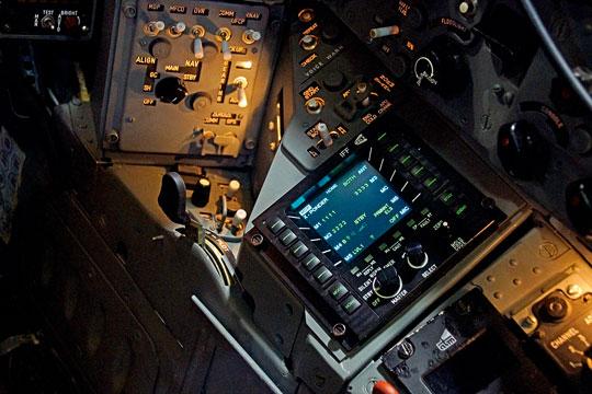 Pulpit IFF PS-CIT-01 na prawym panelu bocznym wkabinie MiG-a-29 (M).