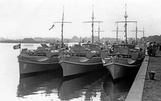 Trzy z najstarszych Schnellbootów Kriegsmarine. Tylko S11, jako jednostka 1.Flotylli, wziął udział wkampanii polskiej 1939 r., a S9 był jednym z okrętów, które w kwietniu 1940r. opanowały norweskie porty Kristiansand i Arendal. Wszystkie były później jednostkami pomocniczymi, po wojnie służyły we flotach Norwegii (S9 jako Blink, do 1950r.) i Danii (S10, jako Brand i Tranen, do 1963 r.) oraz ZSRR (S11, TK-1002, do 1949r.).