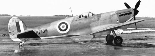 Pierwsza wersja, Spitfire IA była uzbrojona w osiem karabinów maszynowych Browning kal. 7,7 mm z zapasem amunicji 300 naboi na km i była napędzana silnikiem Merlin II lub III o mocy 1030 KM.