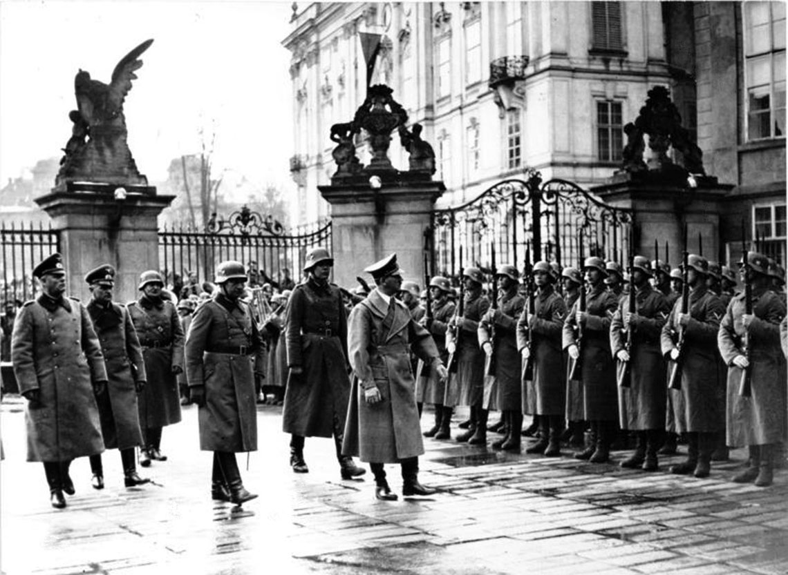 Adolf Hitler na zamku w Pradze 15 marca 1939 r.