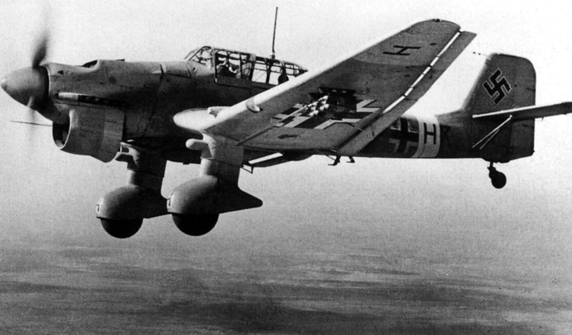 Bombowiec nurkujący Junkers Ju 87 R-2/trop, A5+HK należący do dywizjonu 2./St.G 1.