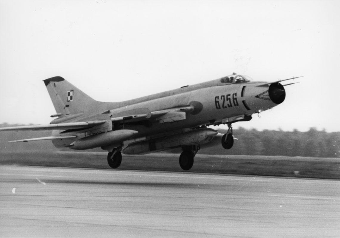 Zasobnik rozpoznania fotograficznego Saturn przygotowany do załadowania aparatów fotograficznych typu AFA-39. Zasobnik wprowadzono do eksploatacji w lotnictwie polskim w połowie lat osiemdziesiątych.