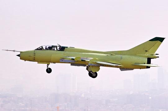Zbliżenie na zasobnik AN/AAQ-33 Sniper ATP na podwieszeniu pod samolotem F-16 Jastrząb. Zasobnik zadebiutował bojowo 7 stycznia 2005 r. nad Irakiem, stanowiąc wyposażenie samolotu myśliwsko-bombowego F-15E Strike Eagle.