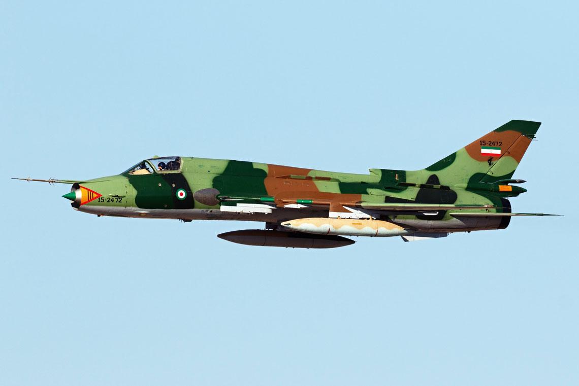 Samolot myśliwsko-bombowy Su-22M4 (nr ewid. 15-2472) Sił Aerokosmicznych Korpusu Strażników Rewolucji Islamskiej wyremontowany w zakładach Pars Aviation w Teheranie, sfotografowany podczas pokazów lotniczych na wyspie Kiss 27 listopada 2018 r.