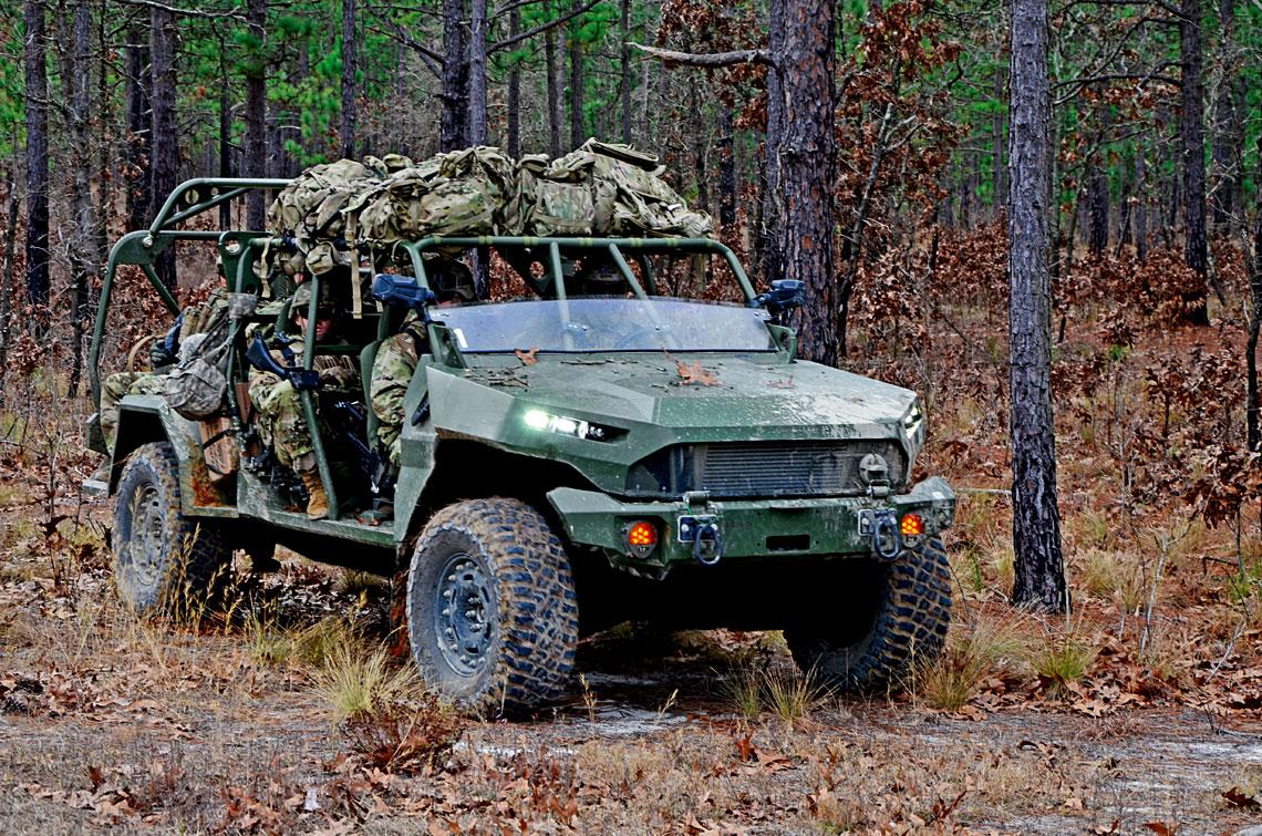 ISV firmy GMD, jako nowy pojazd amerykańskich pododdziałów aeromobilnych, musi sprostać wygórowanym wymaganiom: doskonale sprawować się wnajcięższym terenie, być zdolny do przewiezienia dziewięciu osób iwytrzymywać zrzut zsamolotu.
