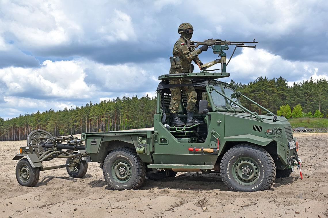 """Pojazd PWA AERO, którego pierwsze egzemplarze trafiły do 6. Brygady Powietrznodesantowej wpołowie stycznia 2020 r., wzałożeniu ma stać się """"mechanicznym mułem"""" dla jej żołnierzy już od chwili desantowania aż do pojawienia się wstrefie działań sił wzmocnienia."""