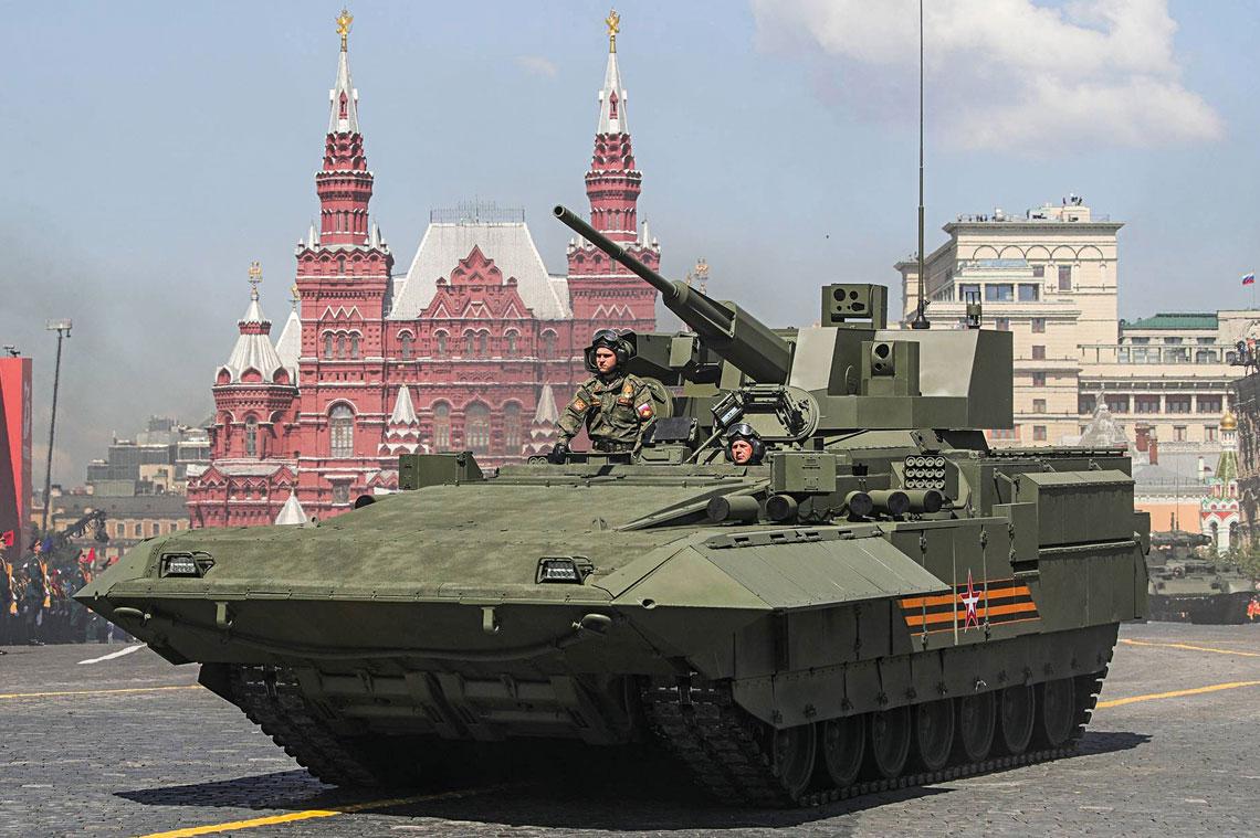 Ciężki bojowy wóz piechoty T-15 na Placu Czerwonym 24czerwca 2020r.