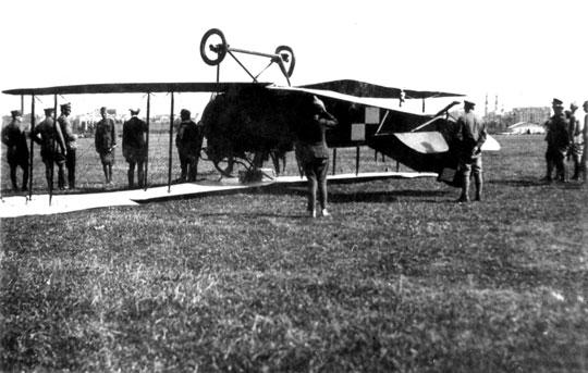Kapotaż po lądowaniu samolotu AEG C.V z 8. eskadry wywiadowczej na Lotnisku Mokotowskim wWarszawie w sierpniu 1920 r.