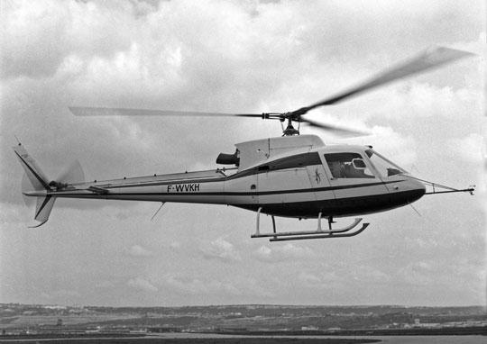 Pierwszym śmigłowcem noszącym oznaczenie AS zamiast SA był AS350 Écureuil, którego prototyp oblatano 27 czerwca 1974 r. (na zdjęciu). Najnowsze wersje rodziny Écureuil/Fennec są produkowane do dziś.