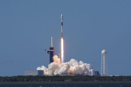Umowy na loty kosmiczne na rzecz Departamentu Obrony