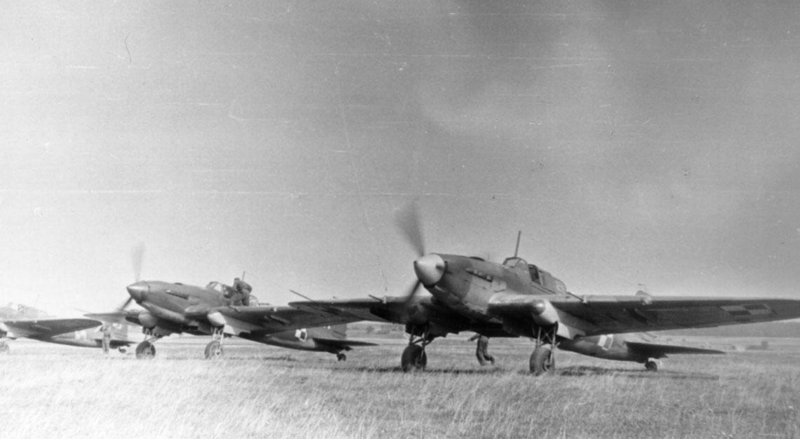 Nie jest znana liczba Ił-2KR użytkowanych w Polsce. Natomiast w ostatnich dostarczonych szturmowcach Ił-2 standardowo było zabudowane stanowisko AFA-1M wlewej gondoli podwozia głównego.