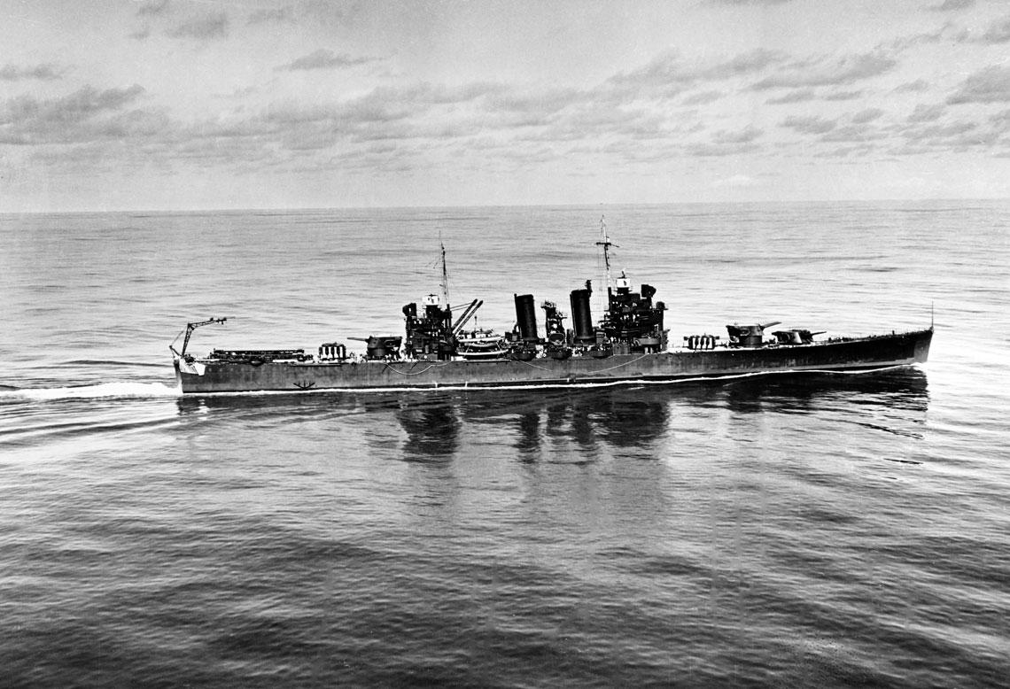 Krążownik lekki USS Honolulu, uczestnik bitwy pod Kolombangarą, na zdjęciu wykonanym uwybrzeży Hawajów w listopadzie 1941 r.