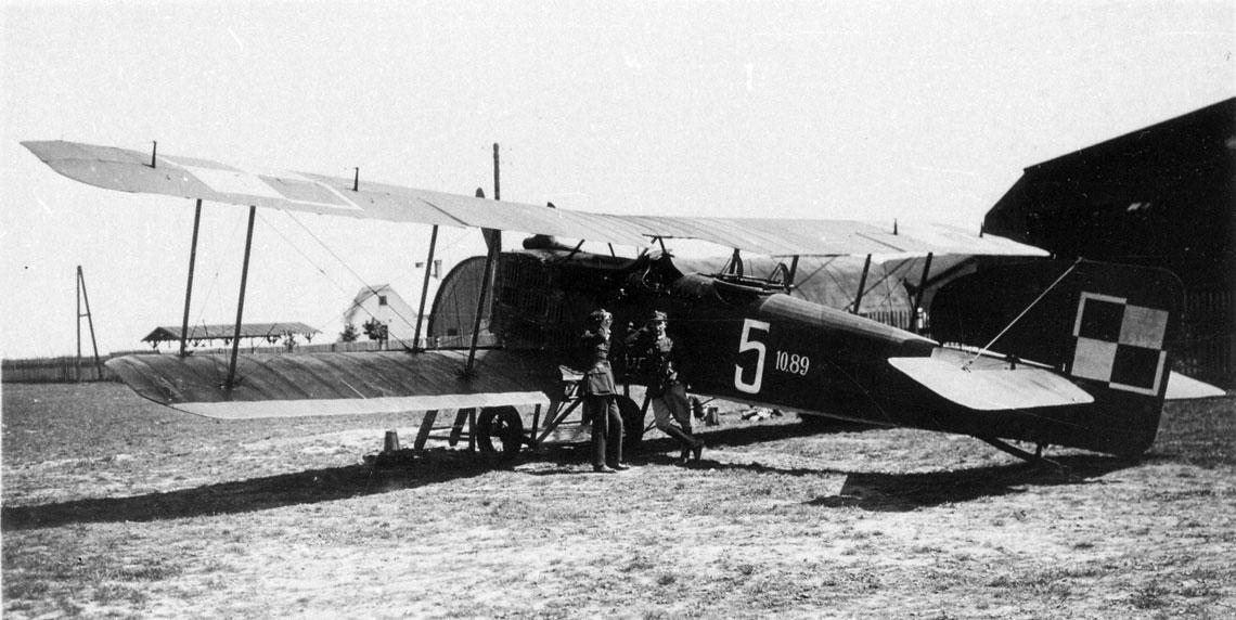 Samolot Bréguet XIV (nr CWL 10.89, nr boczny 5). Tuż po zakończeniu zbrojnego kształtowania granic II RP był wykorzystywany w 12. Eskadrze Wywiadowczej.