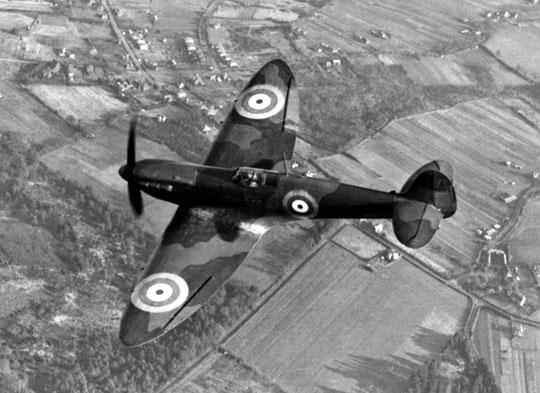 Pierwsze Supermarine Spitfire I dotarły do 19. Dywizjonu RAF w sierpniu 1938 r. zastępując przestarzałe dwupłatowe samoloty myśliwskie Gloster Gauntlet.