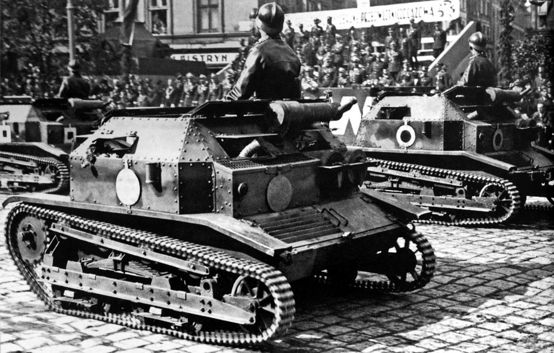 Na poprzedniej stronie: czołgi rozpoznawcze TK-3 w trakcie defilady na Placu Halickim weLwowie; 14 września 1936 r.