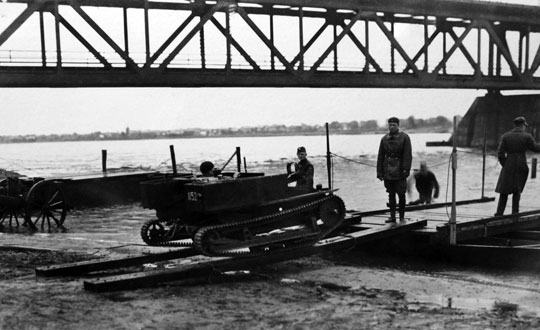 Próby porównawcze w roku 1931 zakończyły się wyraźnym wskazaniem na wozy TK, jako lepsze niż pierwotnie zakupione w Anglii tankietki Carden-Loyd Mk IV