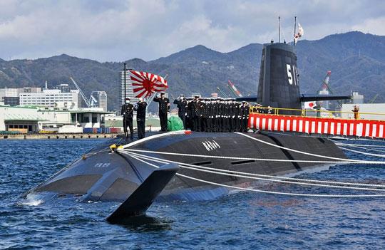 5marca 2020r., baza morska wKobe. Podniesienie bandery Japońskich Morskich Sił Samoobrony na okręcie podwodnym Ōryū.