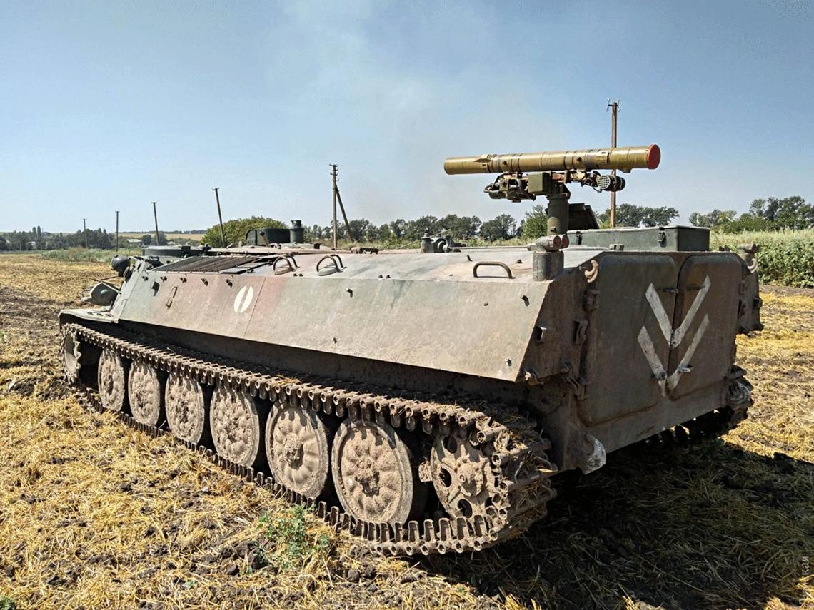 Wyremontowany siłami ochotników z Odessy wóz bojowy 9P149 28. Samodzielnej Brygady Zmechanizowanej Sił Zbrojnych Ukrainy zppk 9M114 na wyrzutni wstrefie ATO latem 2017 r.