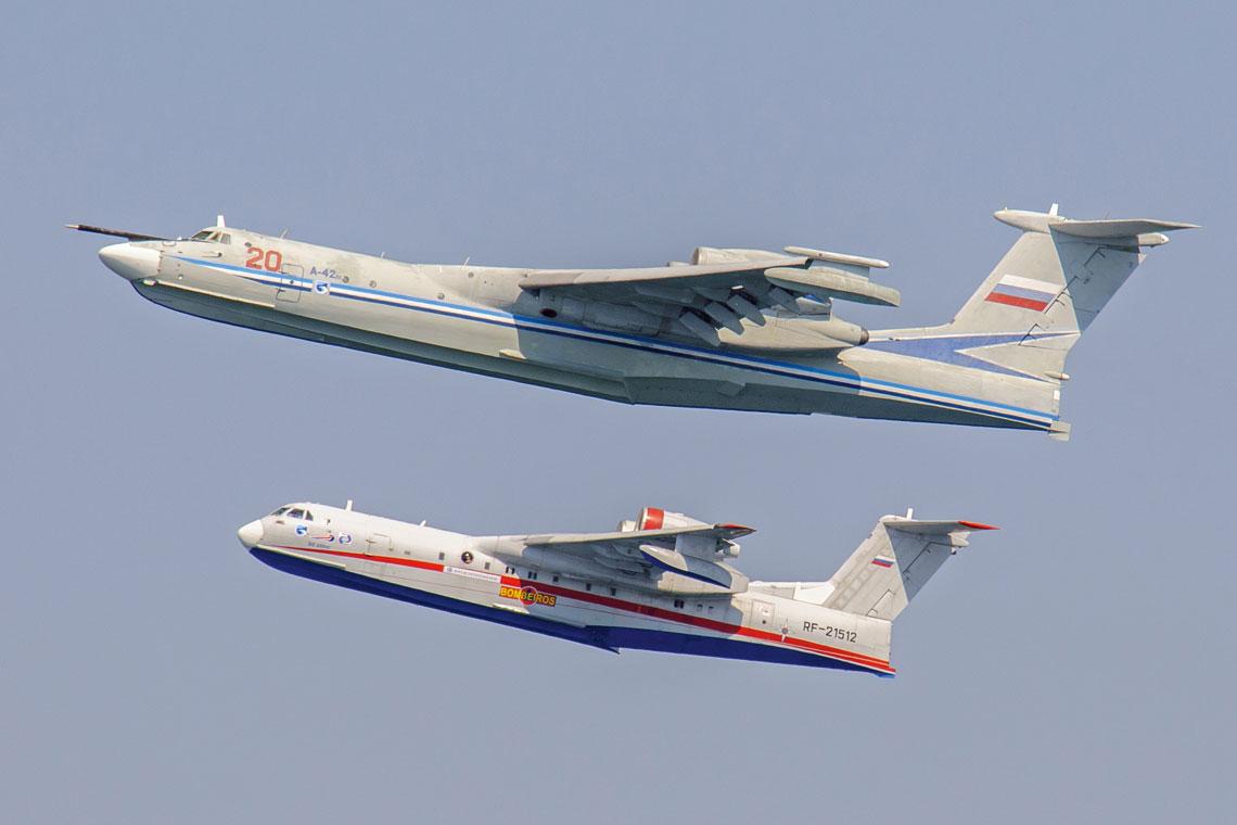 Ciężka amfibia ZOP A-40 była prototypem dla dwukrotnie lżejszej Be-200; na zdjęciu jest drugi egzemplarz Be-200, RF-21512, latający od 27 sierpnia 2002 r.