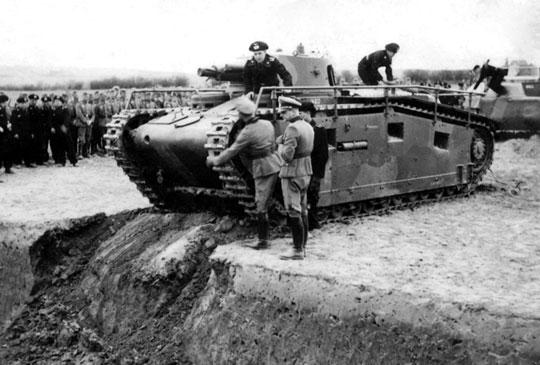 Każda z firm zbudowała dwa prototypowe czołgi: Großtraktor I (nr 41 i42) – Daimler-Benz zBerlin Marienfelde, Großtraktor II (nr 43 i44) – Rheinmetall-Borsig zUnterlüß w Saksonii iGroßtraktor III (nr45 i46, na zdjęciu) – Krupp zEssen.