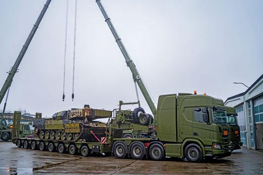 Duńskie zestawy klasy HET – do transportu ponadgabarytowego – w warunkach drogowych i w lekkim terenie mogą przewozić wszystkie współczesne ciężkie wozy bojowe.