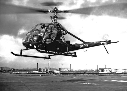 Pierwszym typem śmigłowca używanym w 298. Dywizjonie był Hiller OH-23B Raven. Jego wprowadzenie do wyposażenia jednostki miało miejsce w 1955 r. Wcześniej latała ona na samolotach lekkich, obserwacji pola walki i korygowania ognia artylerii.