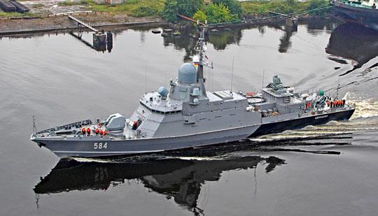 Wmaju tego roku rozpoczęły się próby morskie Odincowa, pierwszego Karakurta wdocelowej wersji zrakietowo-artyleryjskim zestawem obrony bezpośredniej Pancyr-M zamontowanym na postumencie na rufie jednostki. Dobrze widoczne anteny stacji radiolokacyjnej wykrywania i śledzenia celów powietrznych oraz nawodnych SOC.