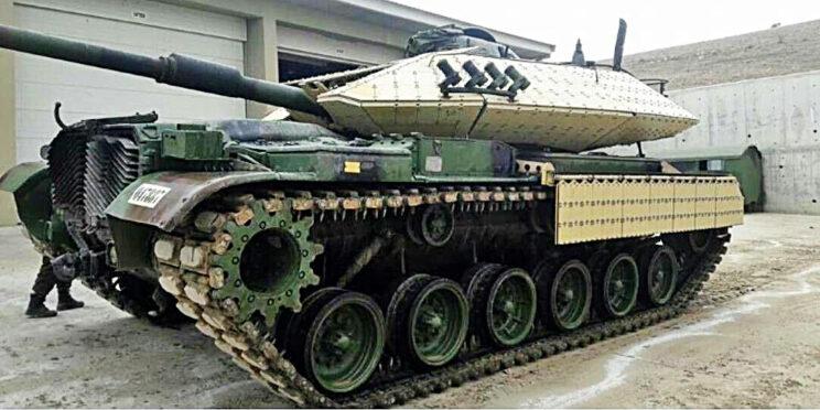 Pancerz Roketsana dość szczelnie okrywa wieżę czołgu, chroni również przedziały kierowania i bojowy w kadłubie. Zachowano oryginalny napęd czołgu i charakterystyczną osłonę z tyłu kadłuba ze skośnymi żebrami.