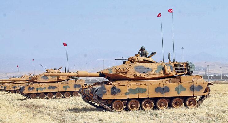 Pluton M60T w nowym piaskowym malowaniu, przygotowanym na potrzeby operacji Gałązka Oliwna.