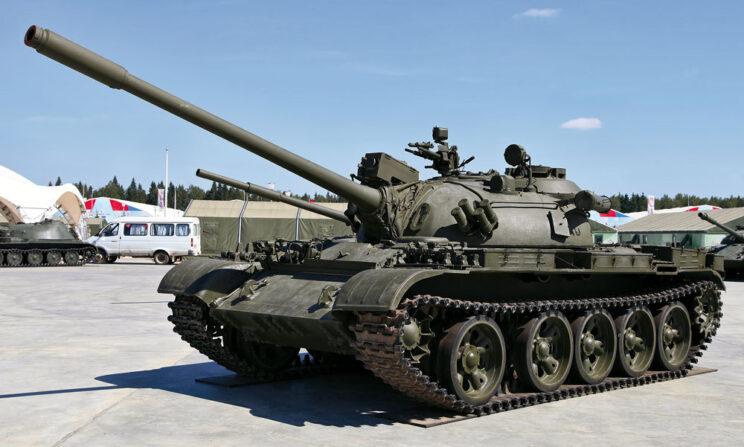 T-55A ostatniej i niezbyt licznej serii produkcyjnej – oprócz dalmierza laserowego ma wyrzutnie granatów Tucza.