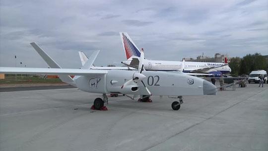 Drugi latający egzemplarz, zbudowany w ramach pracy doświadczalno-konstrukcyjnej Altius-O podczas zamkniętego pokazu na lotnisku w Kazaniu 17 maja 2017 r.