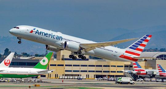 Największe linie lotnicze świata American Airlines Group przewiozły 215,2 mln pasażerów i wygenerowały przychody wwysokości 45,8 mld dol., w tym 1,9 mld dol. zysku. Na zdjęciu B787-9 w barwach przewoźnika.