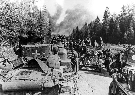 """Plan operacji Barbarossa"""" przewidywał zdobycie Moskwy w 10-12 tygodniu wojny. Jednak mimo dużych sukcesów niemieckiego natarcia szybko okazało się, że nie jest to możliwe."""
