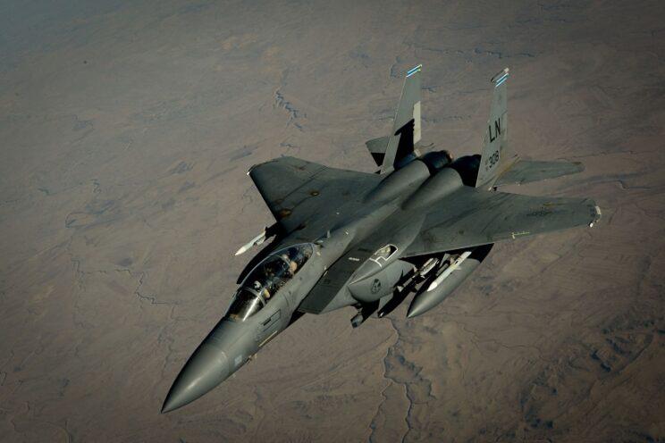 Samolot myśliwsko-bombowy F-15E Strike Eagle. Fot. USAF