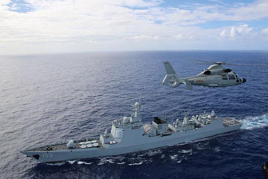 Istotnym przełomem wprogramie rozwoju chińskich niszczycieli był typ 052C (tu Xi'an wczasie ćwiczeń RIMPAC 2016). Jednostki te były pierwszymi wMW ChALW wyposażonymi wradar zantenami ścianowymi, uzbrojono je zaś wm.in. w system przeciwlotniczy HHQ-9 zwyrzutniami pionowymi, choć wciąż nie uniwersalnymi. Te ostatnie pojawiły się na serii 052D.