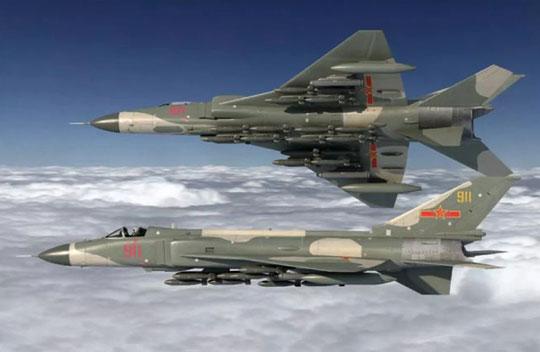 Wizja niezrealizowanego samolotu myśliwsko-bombowego Shenyang JH-8 opartego na myśliwcu J-8-II. Początkowo, to z nim wiązano największe nadzieje.
