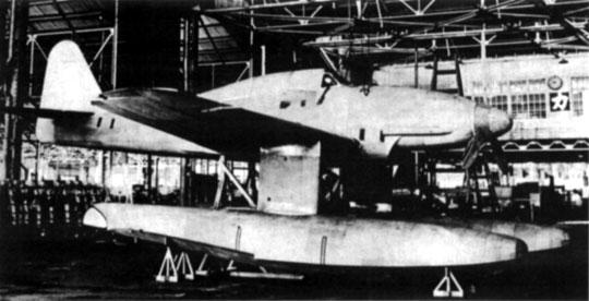 Pełnowymiarowa drewniana makieta M6A1 Seiran z pływakami i bez nich. Inspekcje makiety oraz ustalanie wszystkich detali konstrukcji, wyposażenia i uzbrojenia trwało od stycznia do czerwca 1943 r.