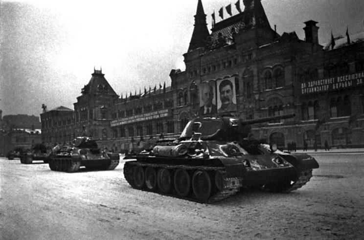 """Obrona Moskwy stała się symbolem rosyjskiego oporu przeciwko najeźdźczym siłom Osi. Dla upamiętnienia bitwy, Moskwa otrzymała tytuł """"Miasta Bohatera"""" w 1965 r. Muzeum Obrony Moskwy powstało w 1995 r."""