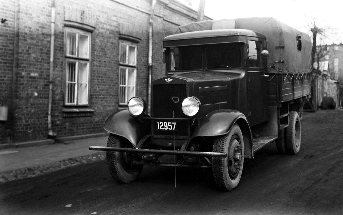 Polski Fiat 621 L w momencie uchwalania przez KSUS w grudniu 1937 r. programu motoryzacji dowództw i służb był najpopularniejszą ciężarówką w kraju.