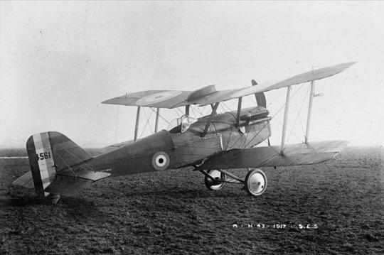 Pierwszy z trzech prototypów S.E.5. Zwraca uwagę nadskrzydłowy zbiornik opadowy i brak karabinu maszynowego Lewisa.