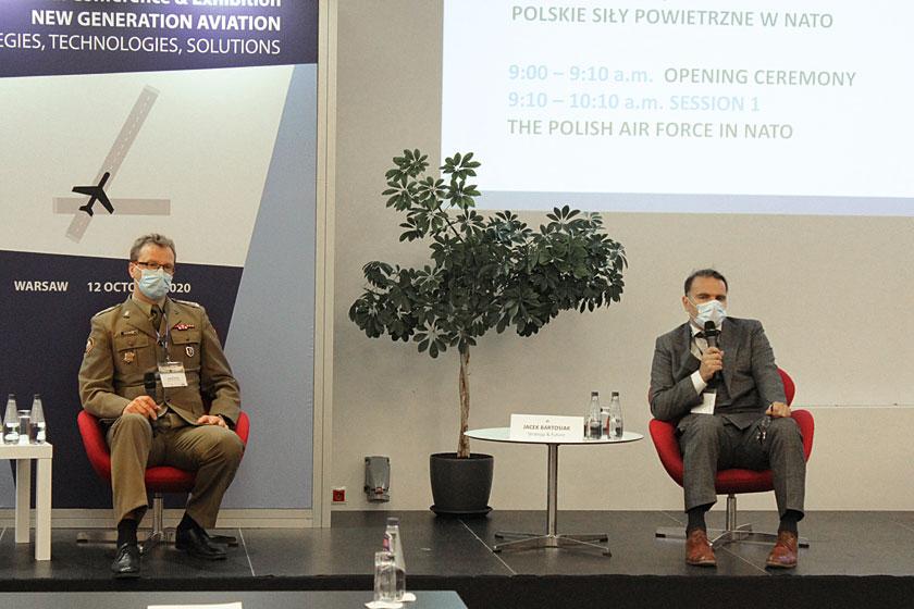Podczas otwierającej konferencję sesji dyskusyjnej prezes Strategy & Future Jacek Bartosiak ipełnomocnik MON ds. przestrzeni kosmicznej płk Marcin Górka rozmawiali na temat trendów wrozwoju lotnictwa wojskowego iwpływie nowych rozwiązań na prowadzenie działań wprzestrzeni powietrznej.