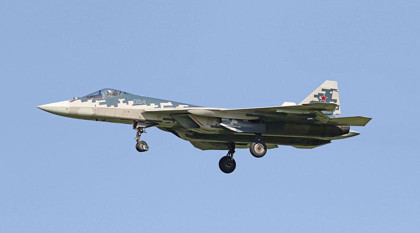 Suchoje T-50 są demonstratorami technologii i prototypami perspektywicznego naddźwiękowego wielozadaniowego samolotu bojowego Su-57 (T-50S) i testowane na nich jest m.in. jego wyposażenie elektroniczne i optoelektroniczne. Na zdjęciu czwarty prototyp do prób w locie T-50-4.