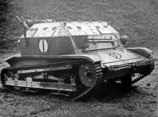 Zwinny, szybki, choć ślepy, tak scharakteryzowano czołg TK po ćwiczeniach z piechotą w sierpniu 1932 r. Zamknięte pokrywy ograniczały możliwości obserwacji, otwarte zaś – narażały załogę w walce.