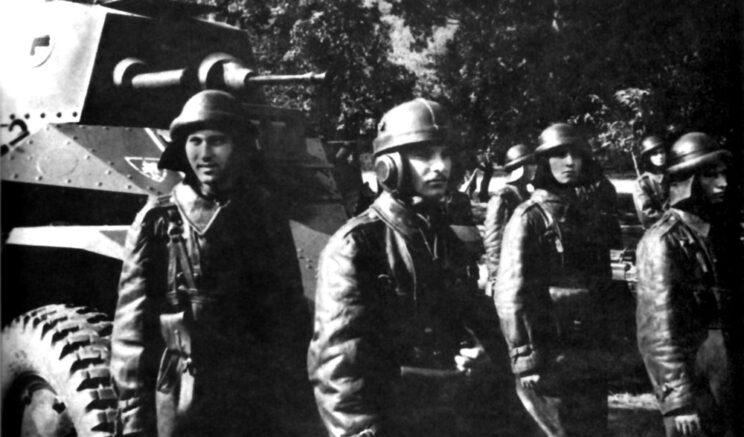 Przekazanie nowych samochodów pancernych Csaba jednostce liniowej; 1940 r.