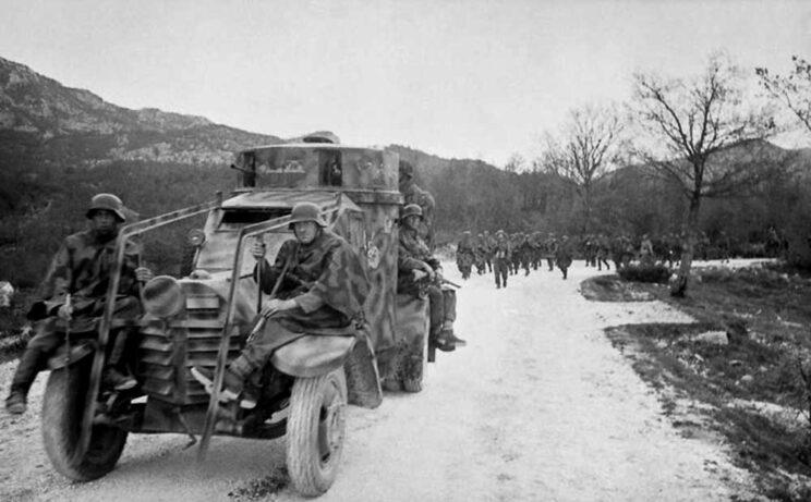 Kolejny samochód pancerny w niemieckich barwach, ale używany także przez Armię Czechosłowacką: Lancia 1ZM.