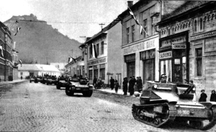 Węgierski oddział pancerny wyposażony we włoskie tankietki L3/35 wkracza do Rusi Zakarpackiej; 1939 r.